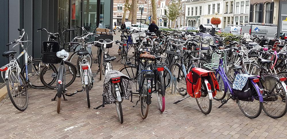 Fietsparkeren voor bibliotheek Deventer